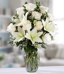 Rosas y Lirios Blancos