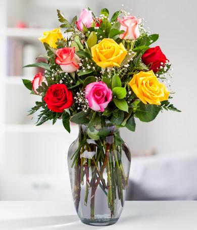 12 Rosas Surtidas en Florero