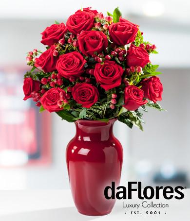 Rosas Rojas en Florero Rojo